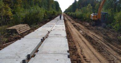 В Опаринском районе продолжается ремонт автодороги Маромица-Заря-Альмеж