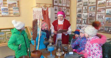 В Яхреньге центральным мероприятием Ярмарки выходного дня стала квест-игра «Клад Деда Мороза»